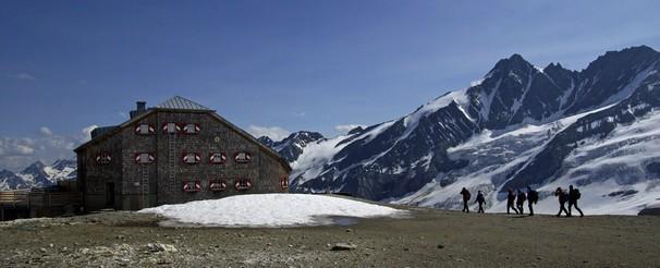 Jedna KWh může znamenat náklad až 4 €, proto byla předloni téměř celá střecha pokryta solárními panely.